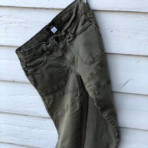 BDG army green pants: Size 28, great condition!
